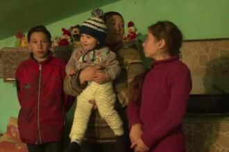 O familie cu 7 suflete a ramas fara casa, dupa ce locuinta a fost distrusa de incendiu. Traiesc acum intr-o bucatarie de vara