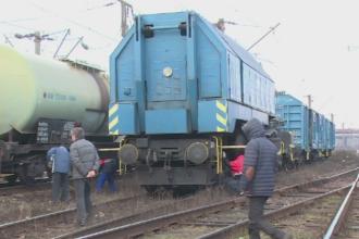 Trafic feroviar blocat. Un marfar cu 33 de vagoane a deraiat in Hunedoara si a lovit un stalp de inalta tensiune