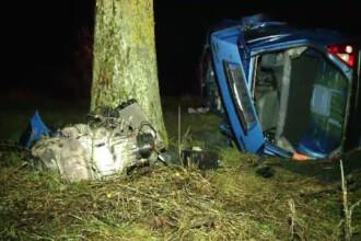S-au rasturnat cu masina, dar au scapat cu viata. Autoturismul s-a dezmembrat in urma accidentului