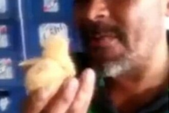 Farsa sau gest socant! Un barbat din Brazilia se filmeaza in timp ce inghite un pui de gaina viu. VIDEO