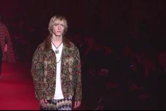 Coliere cu margele si pijamale la Saptamana Modei de la Milano. Gucci a prezentat colectia de primavara pentru barbati