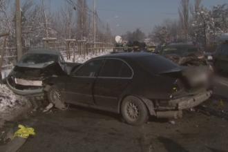 Cinci adulti si un copil de 13 ani, raniti in Capitala, dupa ce un sofer a pierdut controlul volanului si a lovit doua masini