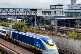 Sute de pasageri, blocati intr-un tren pe ruta Londra-Paris, timp de 8 ore. Un incendiu s-a declansat in locomotiva