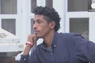 Refugiatii din Cardiff, obligati sa poarte bratari colorate ca sa primeasca mancare gratuit. Masura a fost anulata