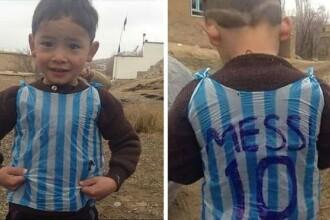 Baietelul care si-a facut tricou cu Messi dintr-o punga de plastic. Ce cadou i-a facut starul Barcelonei