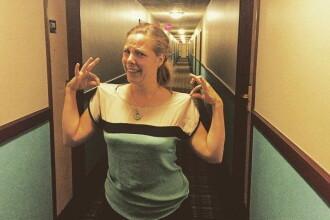 Poza a devenit viral instantaneu. Detaliul amuzant pe care l-a observat femeia in holul hotelului