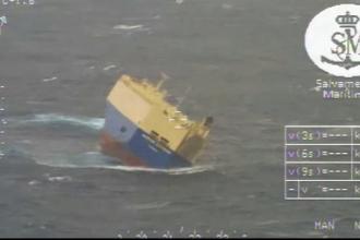 22 de marinari, salvati in ultima clipa, dupa ce vasul lor aproape s-a rasturnat in larg. Imaginile filmate de paza de coasta