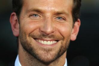 S-a dat drept sosia lui Bradley Cooper si nimeni nu si-a dat seama. Cum arata barbatul care seamana perfect cu actorul