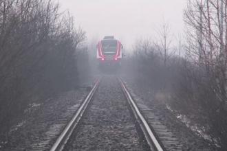 Un barbat din Maramures a murit spulberat de un tren personal. Detaliul pe care l-a observat mecanicul inainte de tragedie