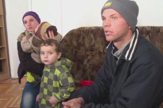 O familie din Bistrita a ajuns sa doarma in gara dupa ce patronul l-a concediat pe tata. Jandarmii i-au salvat de la moarte