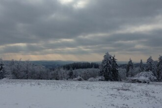 Vreme innorata cu ninsori slabe si maxime intre -3 si 6 grade. De vineri noapte vin ninsorile, viscolul si gerul