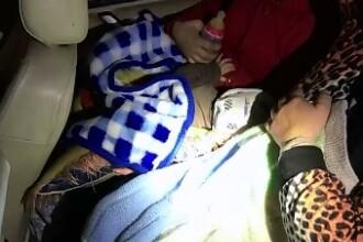 Doi bebelusi, de 3 si 9 luni, gasiti de catre politistii de frontiera din Timis ascunsi printre bagajele parintilor