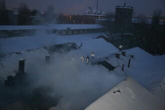 Pompierii se lupta cu un incendiu in zona Fabrica de Chibrituri. Frigul a facut interventia un cosmar