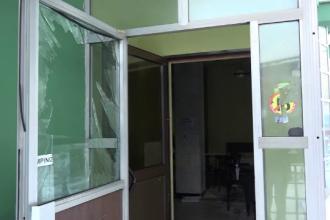 Explozie puternica in localitatea Sangeorgiu de Mures, dupa ce centrala unui bar a sarit in aer. Care ar fi cauza