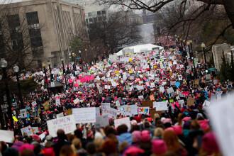 Sute de mii de oameni au iesit in strada la Washington pentru Marsul Femeilor, dupa investirea lui Trump.