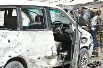 Autoritatile somaleze anunta 28 de morti dupa ce militantii islamisti al-Shabaab au atacat un renumit hotel din Mogadishu