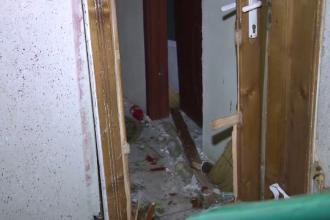 O explozie i-a distrus apartamentul unei batrane de 72 de ani, iar doua masini au fost avariate.