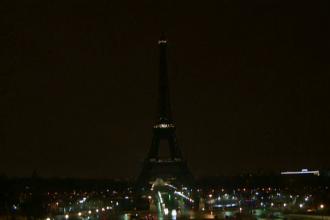 Un bărbat care avea o armă albă asupra sa a fost arestat la Turnul Eiffel