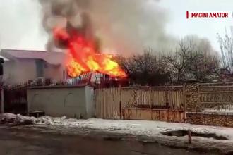 O familie cu 10 membri a ajuns pe drumuri, dupa ce casa le-a fost arsa. Incendiul ar fi izbucnit de la un televizor