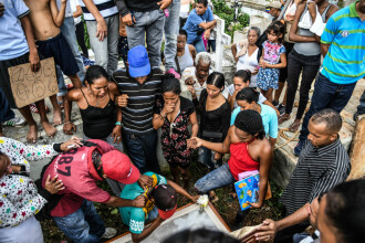 Un soldat a împușcat mortal o tânără însărcinată, care stătea la coadă să cumpere carne de porc, în Venezuela