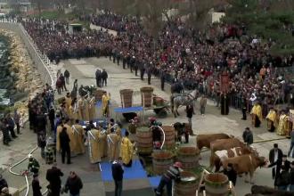 Pregătiri pentru Bobotează şi Sfântul Ion. Sute de mii de sticle umplute cu apă sfinţită