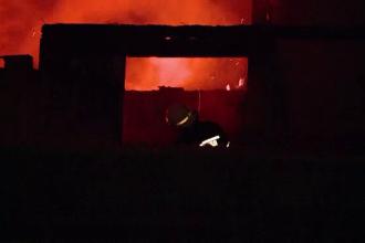 Șase case din Prahova au fost incendiate de sărbători. Polițiștii au un suspect