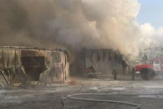 Incendiu devastator la o fabrică de încălțăminte din Rusia: 10 persoane ar fi murit