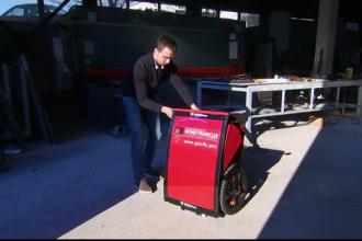 Un bosniac a inventat un vehicul pliabil care se transformă în valiză cu roți