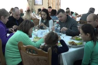 Crăciunul pe rit vechi. Turiști străini veniți pe Valea Prahovei, după ce au văzut poze pe Facebook
