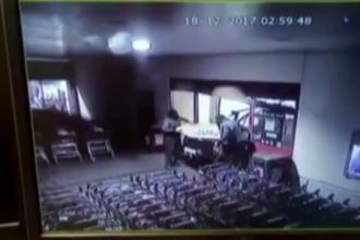 Indivizii care au atacat mai multe supermarketuri au încercat o nouă lovitură. Cum au scăpat