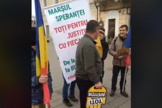 Câţiva clujeni au pornit pe jos spre Bucureşti pentru mitingul împotriva legilor Justiţiei. VIDEO