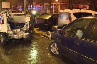 Un șofer de 32 de ani a lovit 6 mașini parcate, după ce a pierdut controlul volanului