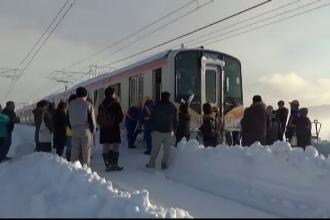 Întârzieri record ale trenurilor în Japonia, provocate de căderile masive de zăpadă