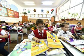 Părinţii, elevii şi profesorii, consultaţi privind structura anului şcolar 2018-2019