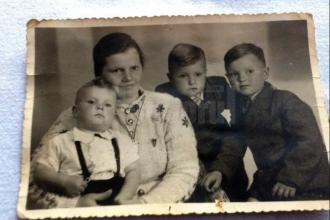 """Povestea lui nea Adolf, din Sucevița, botezat chiar de către Hitler: """"M-a ținut în brațe"""""""