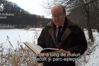 """Ambasadorul britanic Paul Brummell recită """"Lacul"""", de ziua lui Mihai Eminescu, la Ipoteşti"""