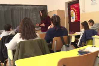 """Elevii unei școli din Arad acuză conducerea că îi """"sechestrează"""" în clădire. Motivul invocat"""