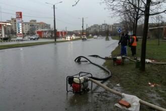 Străzi din Arad închise, după ce nivelul apei a depășit jumătate de metru