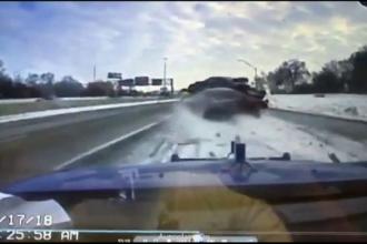 O mașină de tractare a fost izbită violent de un alt autoturism, în Detroit
