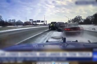 Accident spectaculos în SUA, provocat de o mașina care a derapat pe o șosea alunecoasă