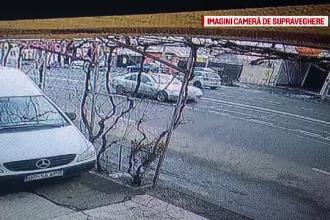 Momentul în care un șofer lovește frontal un microbuz cu pasageri în Brăila