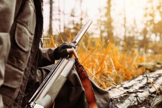 Vânător împuşcat de un căţeluş, în Rusia. Greşeala care l-a costat viaţa