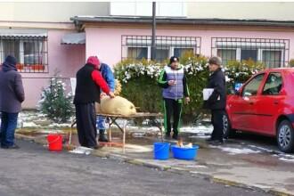 Mica Unire sărbătorită cu pomana porcului, în parcarea unui bloc din Târgoviște