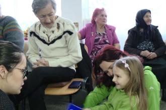 Copiii din Timiș au devenit, timp de o zi, nepoți pentru bătrânii de la azil