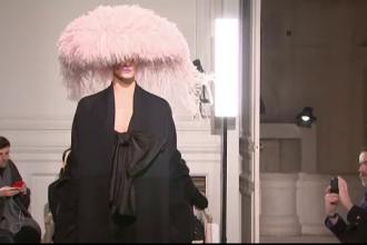 Designerul Pierre Cardin, omagiat în cadrul unei prezentări de modă la Paris