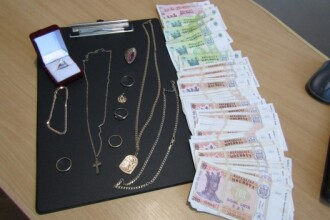 Trei moldoveni au jefuit o casă, iar cu banii luaţi şi-au cumpărat imediat un BMW