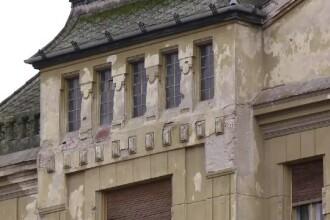 În viitoarea Capitală Europeană, clădirile stau să cadă peste pietoni