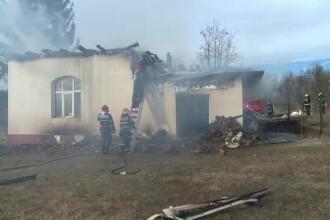 Școală din Gorj, distrusă de un incendiu. Clădirea fusese reabilitată recent