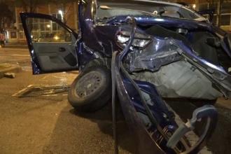 Patru persoane, la spital după ce un șofer a întors pe linie dublă continuă