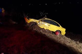 S-a sinucis aruncându-se cu tot cu mașină în lac, lângă Arad. Motivul gestului, o ceartă cu soția